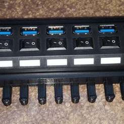 7_port_hub_holder_02.jpg Télécharger fichier STL gratuit support de hub usb à 7 ports • Modèle pour imprimante 3D, Old-Steve