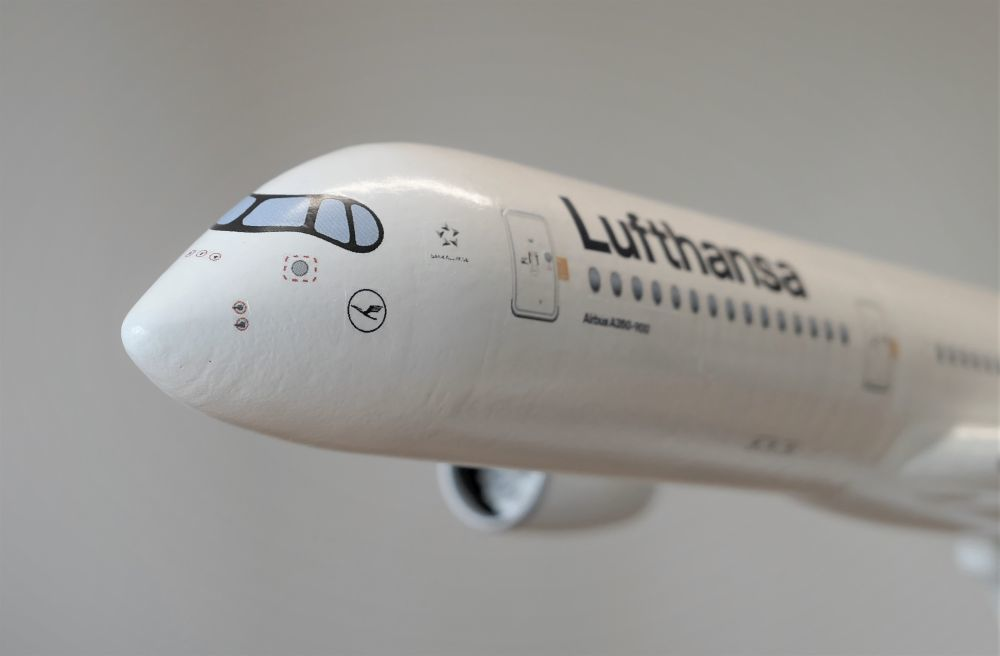 Thingiverse_A350-1.jpg Download STL file Airbus A350 XWB Lufthansa Airliner Sacle 1/100 • Design to 3D print, BeneHill