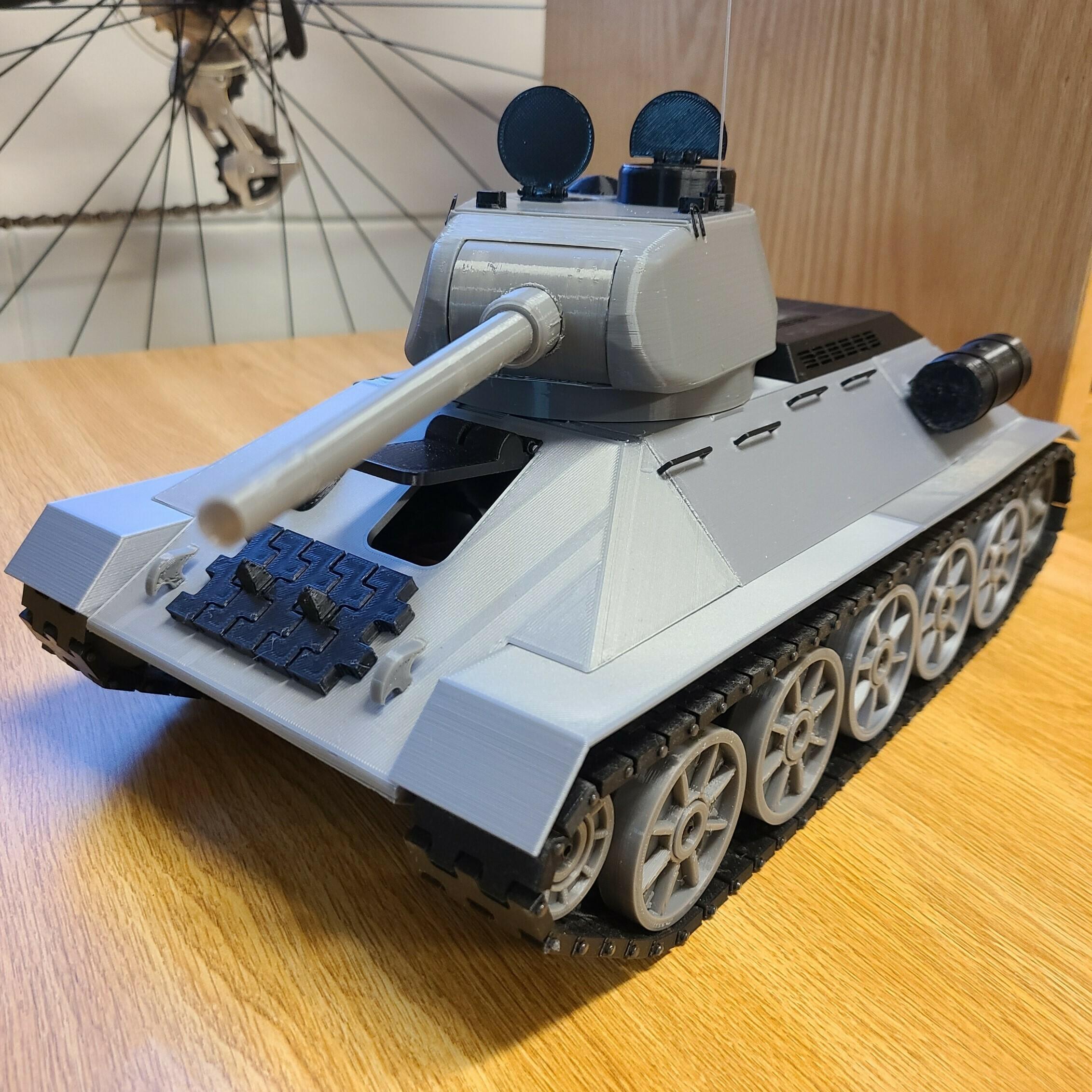 front.jpg Download STL file T-34/85 RC Model 1:16 scale • 3D printing template, mactek3d