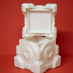 bearbeitet_02.jpg Download free STL file Companion Cube Portal Game Box • Model to 3D print, Makery3D