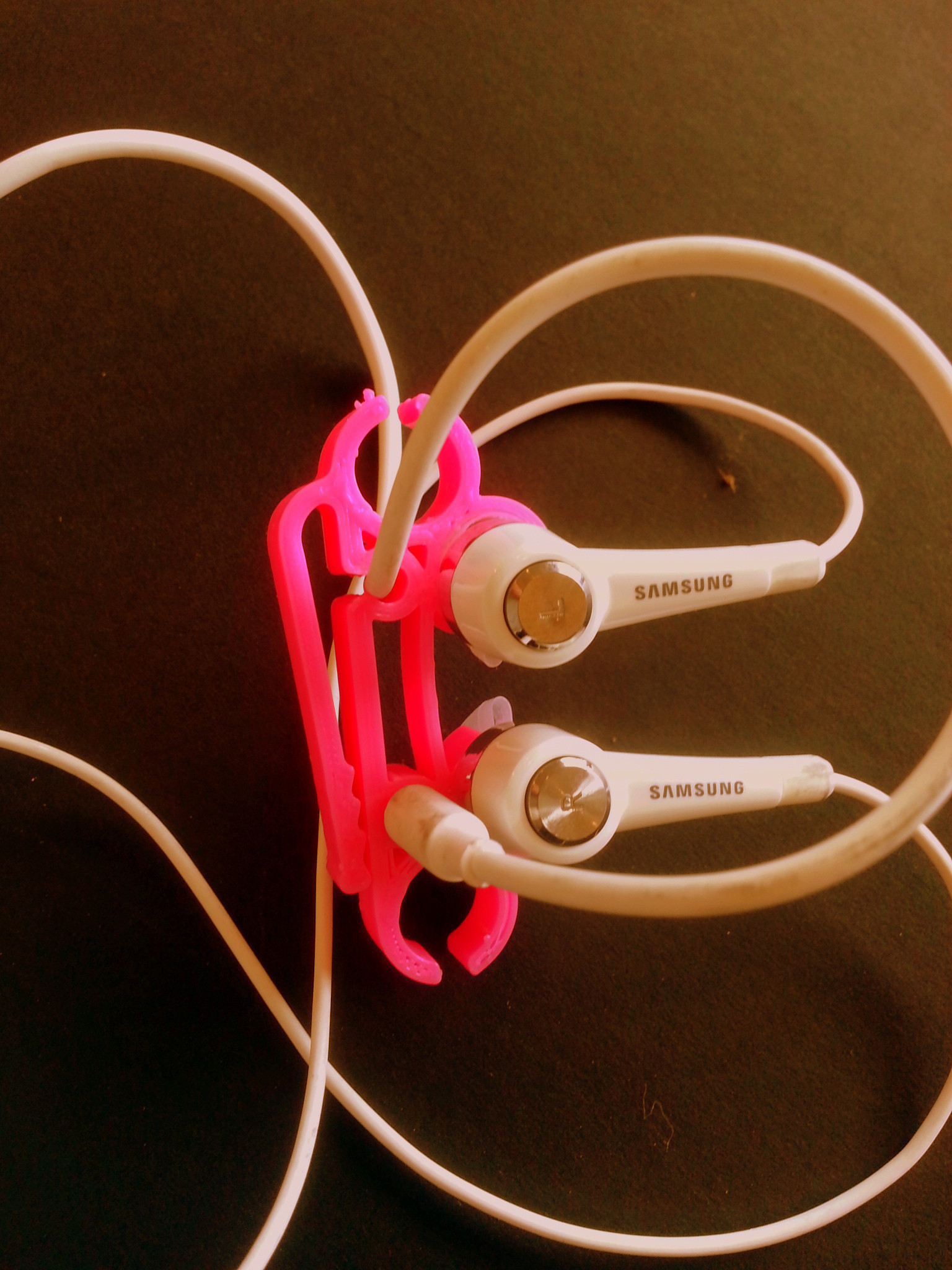 2014-05-09_13.33.46.jpg Download free STL file Ear phone holder • 3D print model, BEEVERYCREATIVE