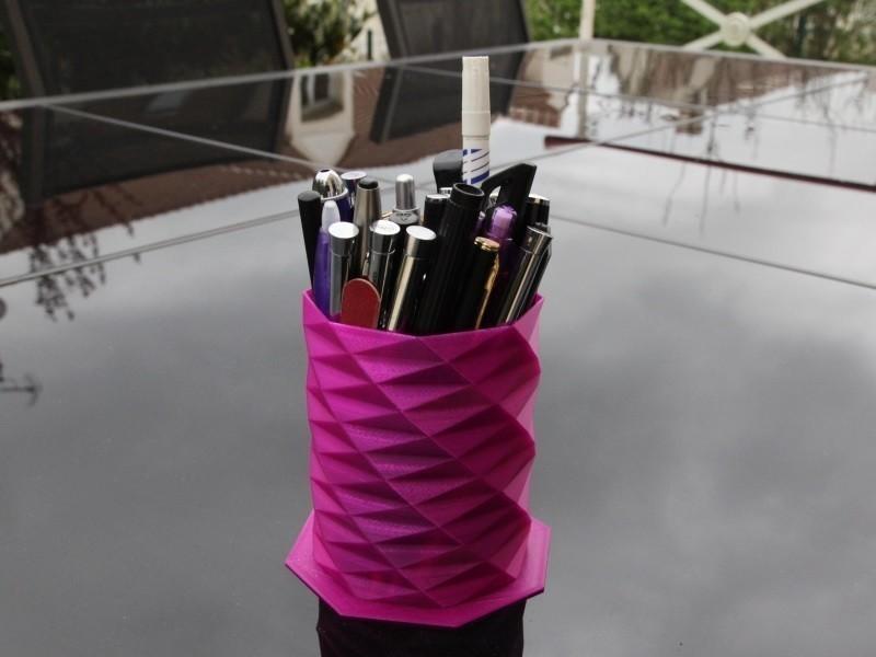Pencil_holder.jpg Download STL file Pencil holder • 3D printable template, SmartBlug