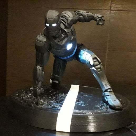 Télécharger plan imprimante 3D gatuit Ironman MK42 Superhero Landing Position avec lumières, suatbatu