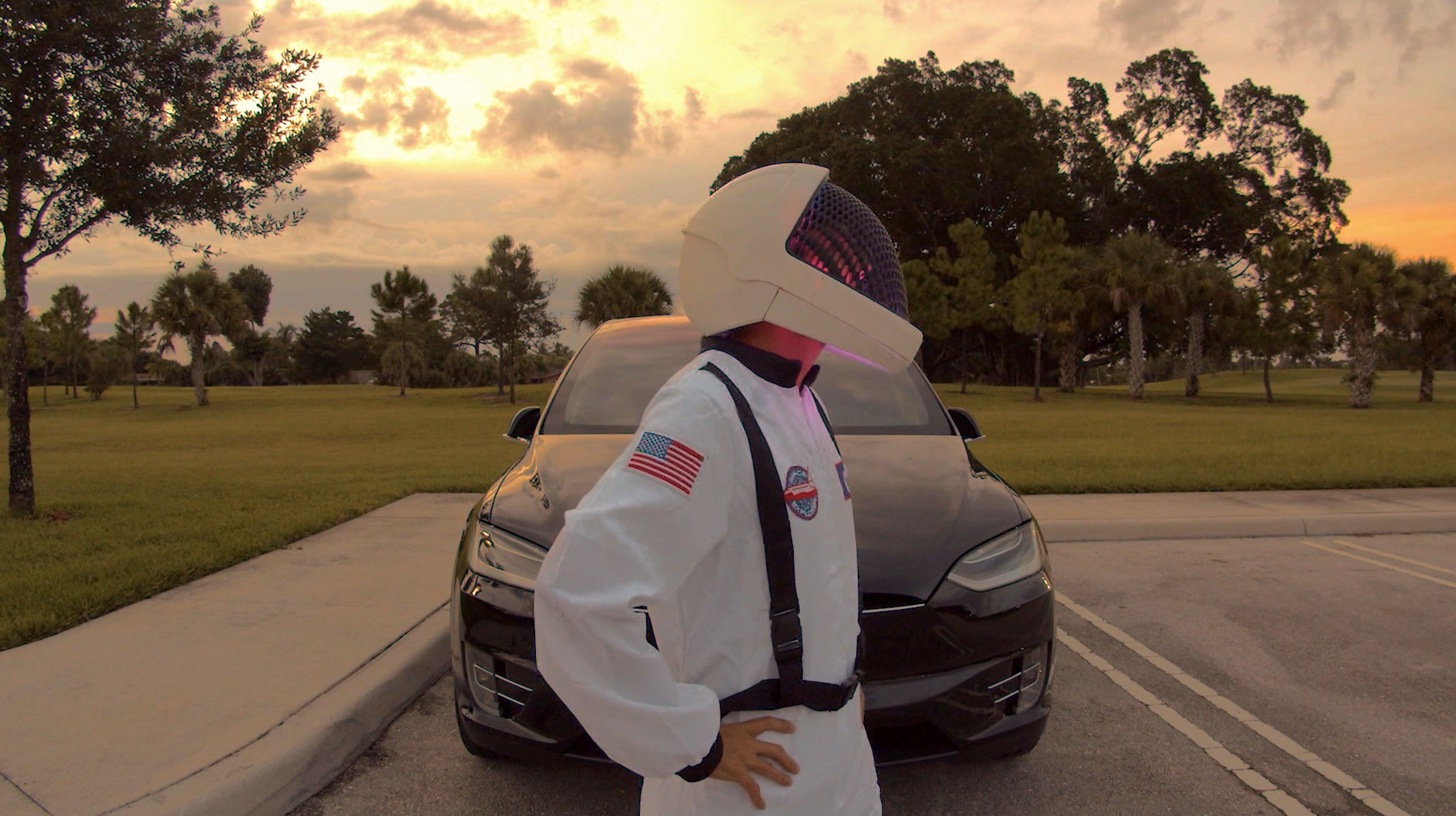 hero-front-side.jpg Télécharger fichier STL gratuit Visière de casque SpaceX • Objet pour impression 3D, Adafruit