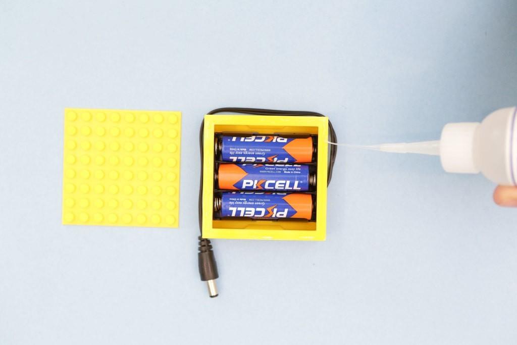 997c6d20b6d8f7b27bf62bc92683c8df_display_large.jpg Télécharger fichier STL gratuit Étui à piles compatible LEGO • Design pour imprimante 3D, Adafruit