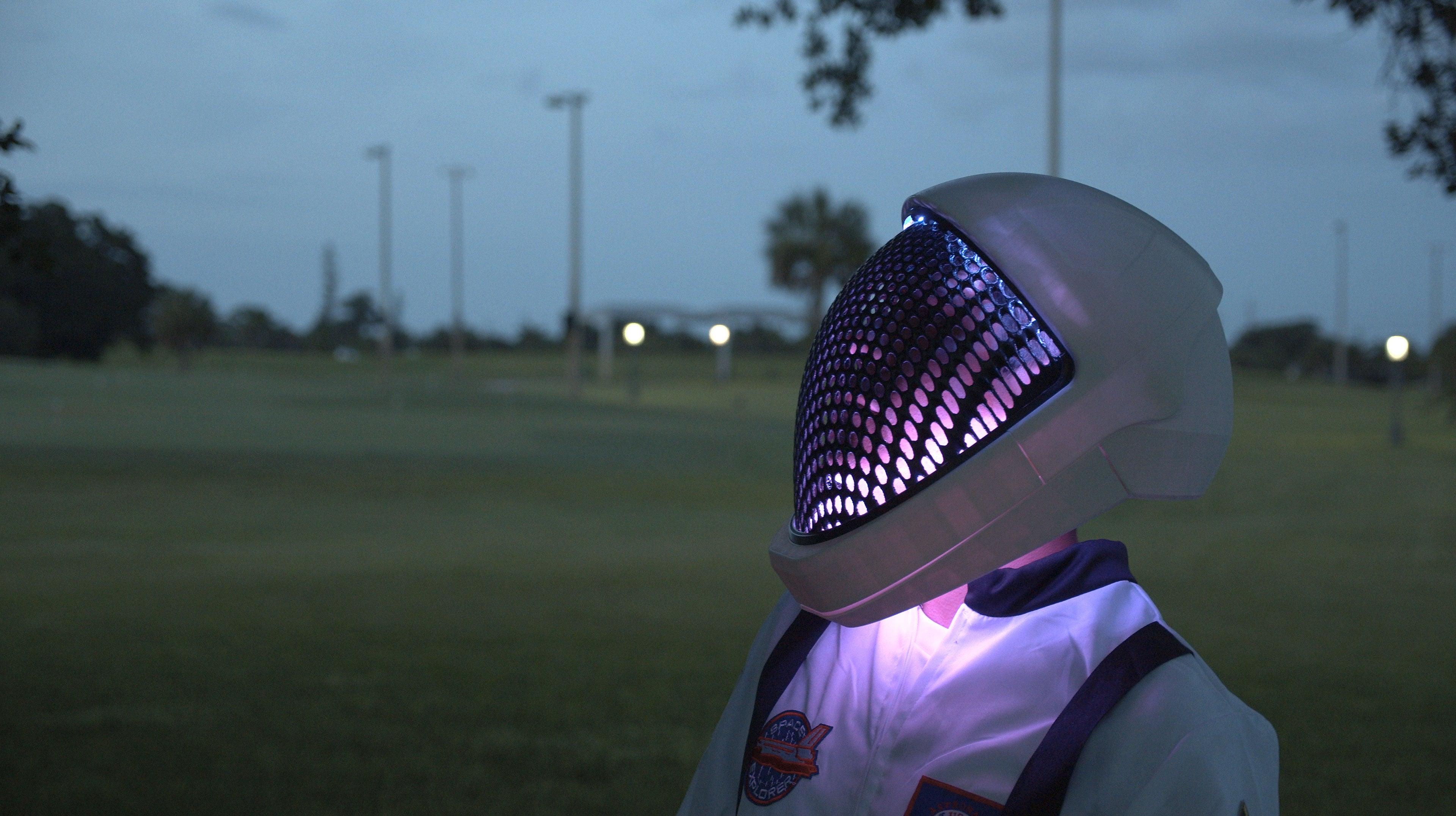 hero-close-side.jpg Télécharger fichier STL gratuit Visière de casque SpaceX • Objet pour impression 3D, Adafruit