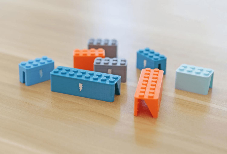 Capture d'écran 2018-03-29 à 10.04.32.png Download free STL file Webcam Cover-Up Lego brick with Adabot Mini Fig • 3D printable design, Adafruit