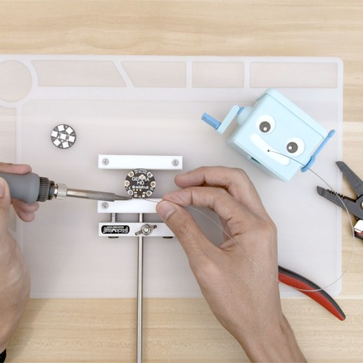 hero-topdown-soldering.jpg Télécharger fichier STL gratuit Distributeur de soudure à manivelle à main • Objet imprimable en 3D, Adafruit