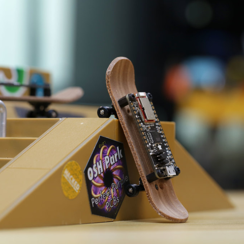 Fichier 3D gratuit Feather Fingerboard, Adafruit