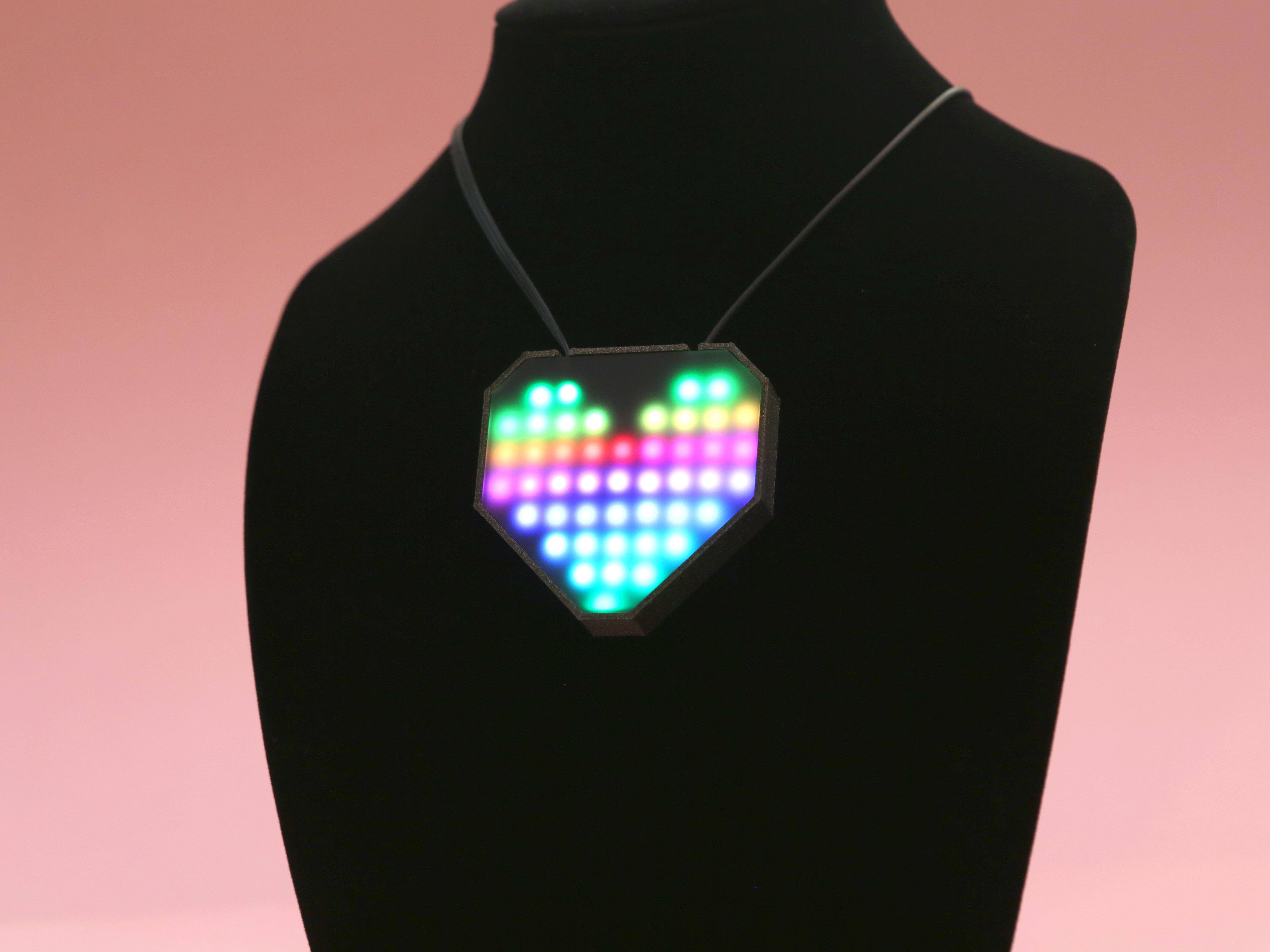hero-bust-heart.jpg Télécharger fichier STL gratuit Collier de coeur NeoPixel LED • Plan imprimable en 3D, Adafruit