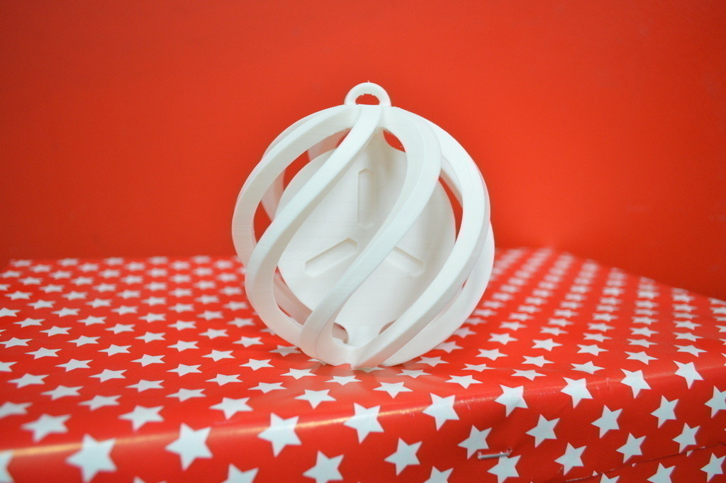 DSC_0383_display_large.jpg Download free STL file FabShop Spinning Christmas Ball • 3D print template, leFabShop