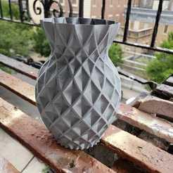 Download free STL file Twisted Pineapple vase, Dsk
