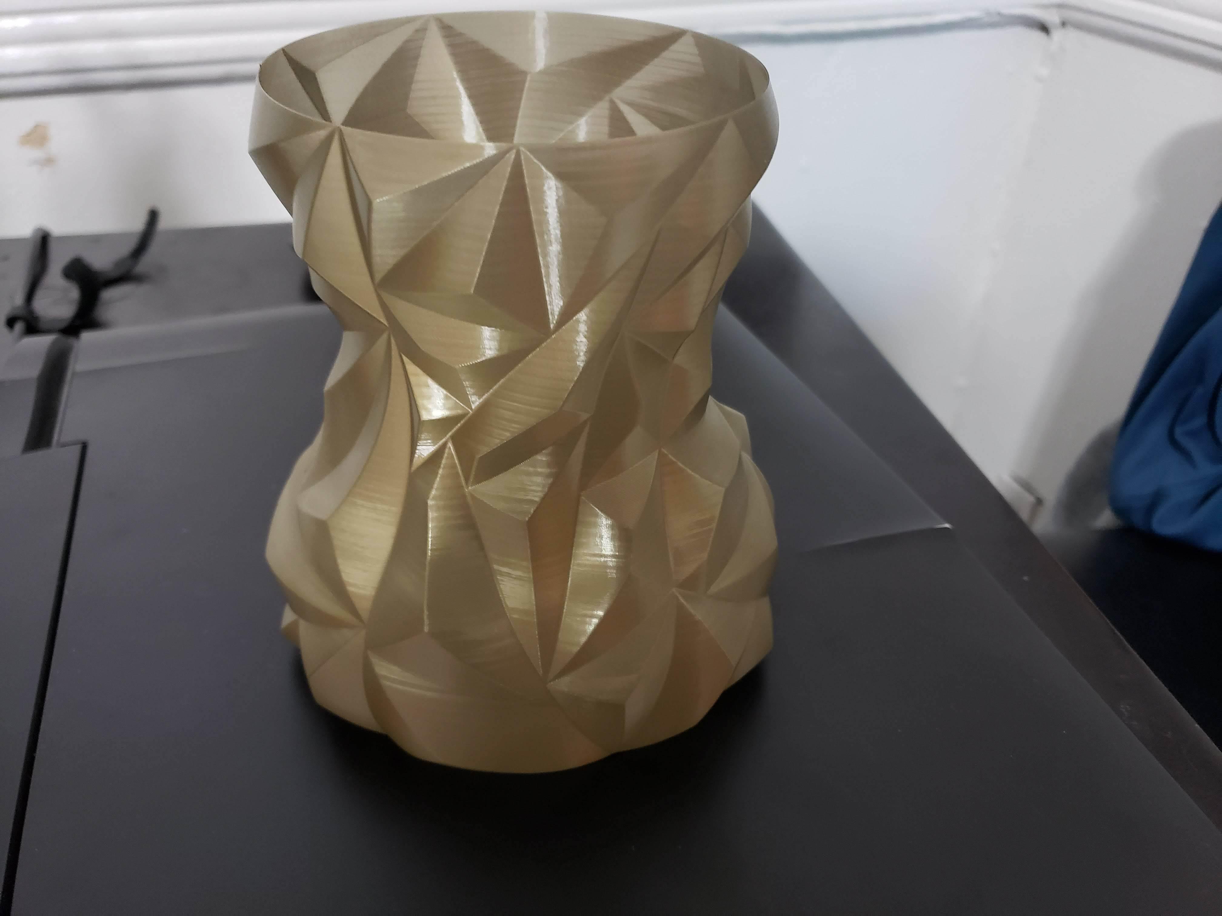 20190913_174631.jpg Télécharger fichier STL gratuit Vase à facettes arrondies • Plan pour impression 3D, Dsk