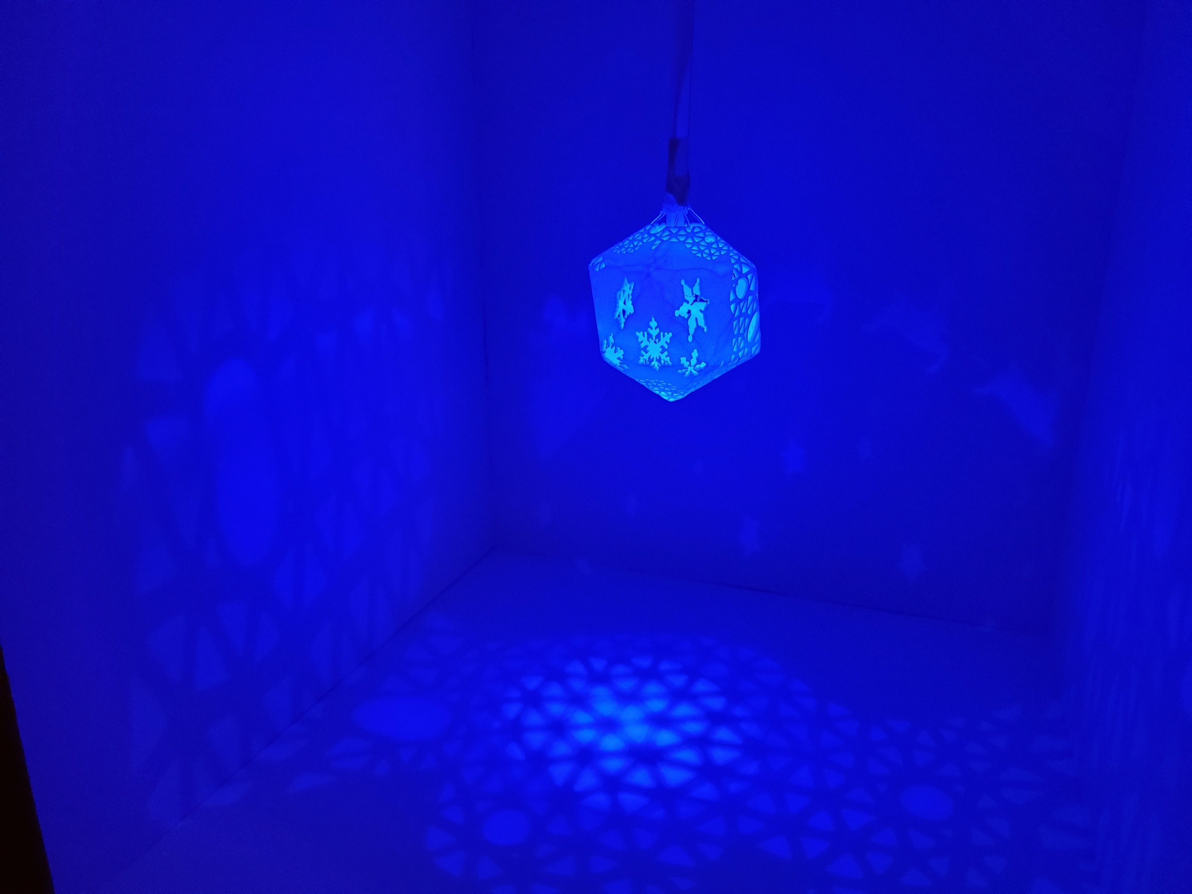 A_world_of_unbounded_dreams5.jpg Télécharger fichier STL gratuit Série de lampes perforées • Objet pour impression 3D, Kay