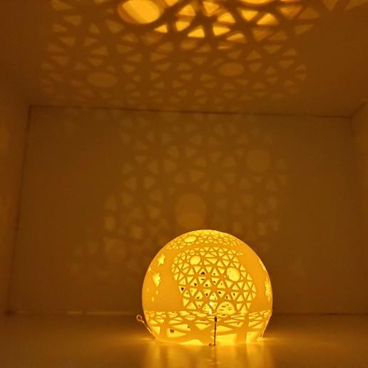 A_world_of_unbounded_dreams3.jpg Télécharger fichier STL gratuit Série de lampes perforées • Objet pour impression 3D, Kay