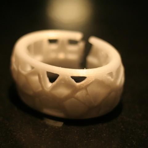 Free 3D printer file Voronoi Bracelet, Cults