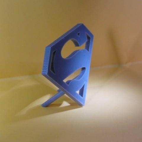 P1010077 800X600.jpg Download STL file Logo Superman a Poser • 3D printable object, Cybric