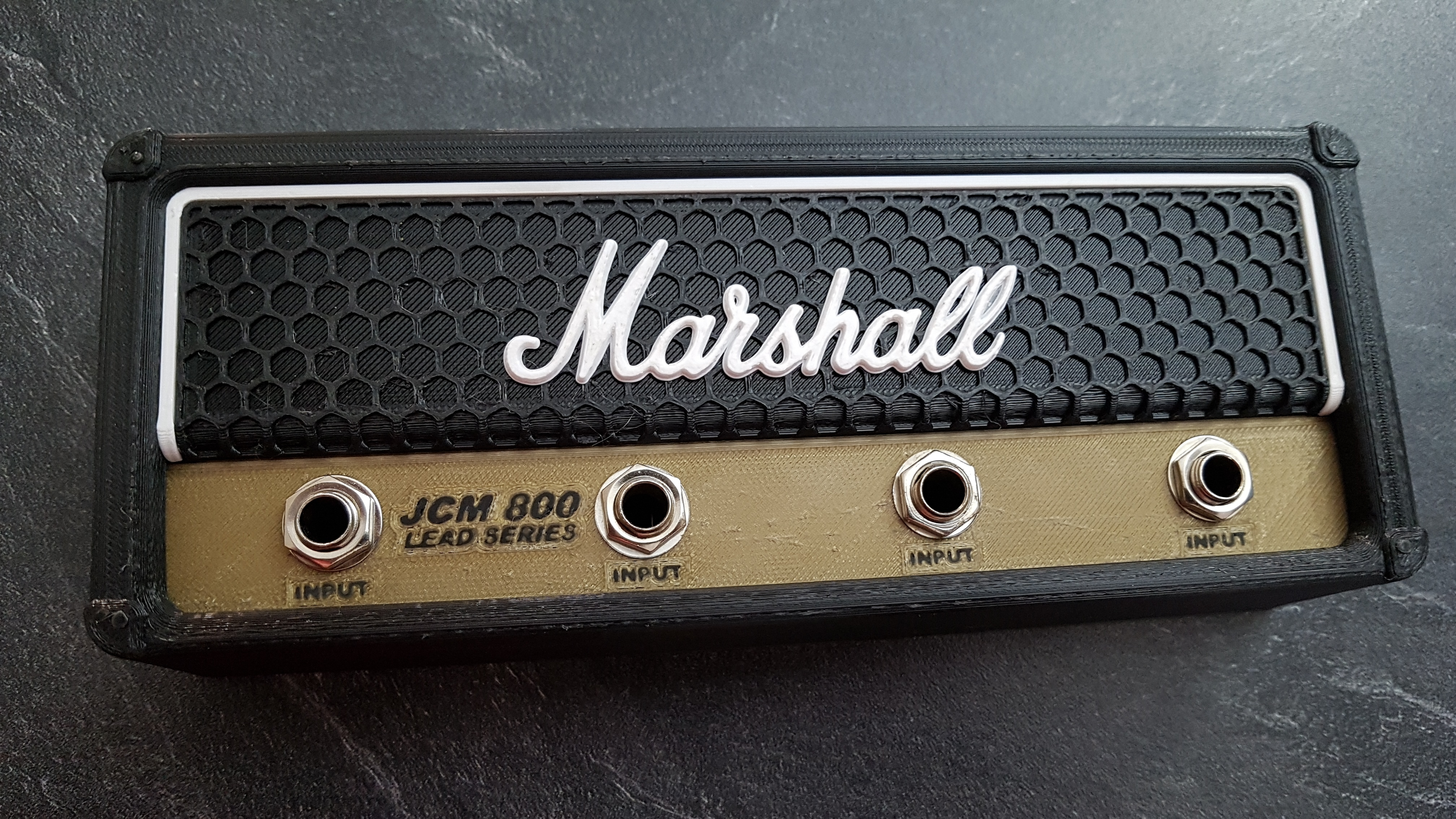 20190928_171056.jpg Télécharger fichier STL gratuit Marshall Amplifier Style Keychain Holder • Plan pour impression 3D, DaGoN