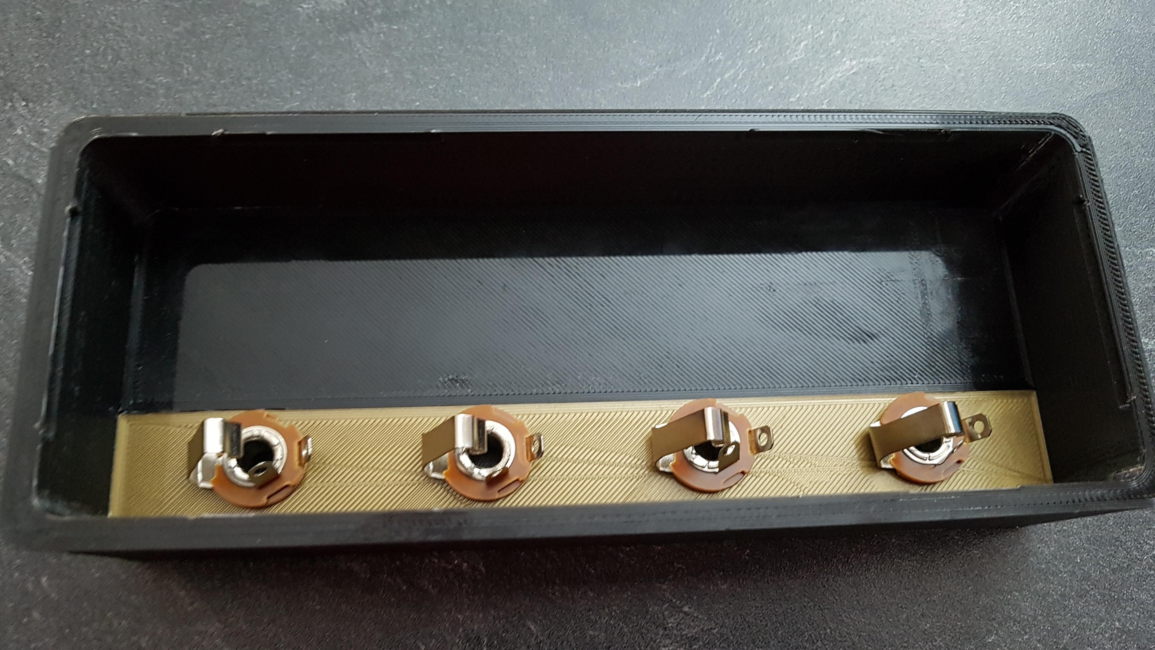 20190928_170343.jpg Télécharger fichier STL gratuit Marshall Amplifier Style Keychain Holder • Plan pour impression 3D, DaGoN