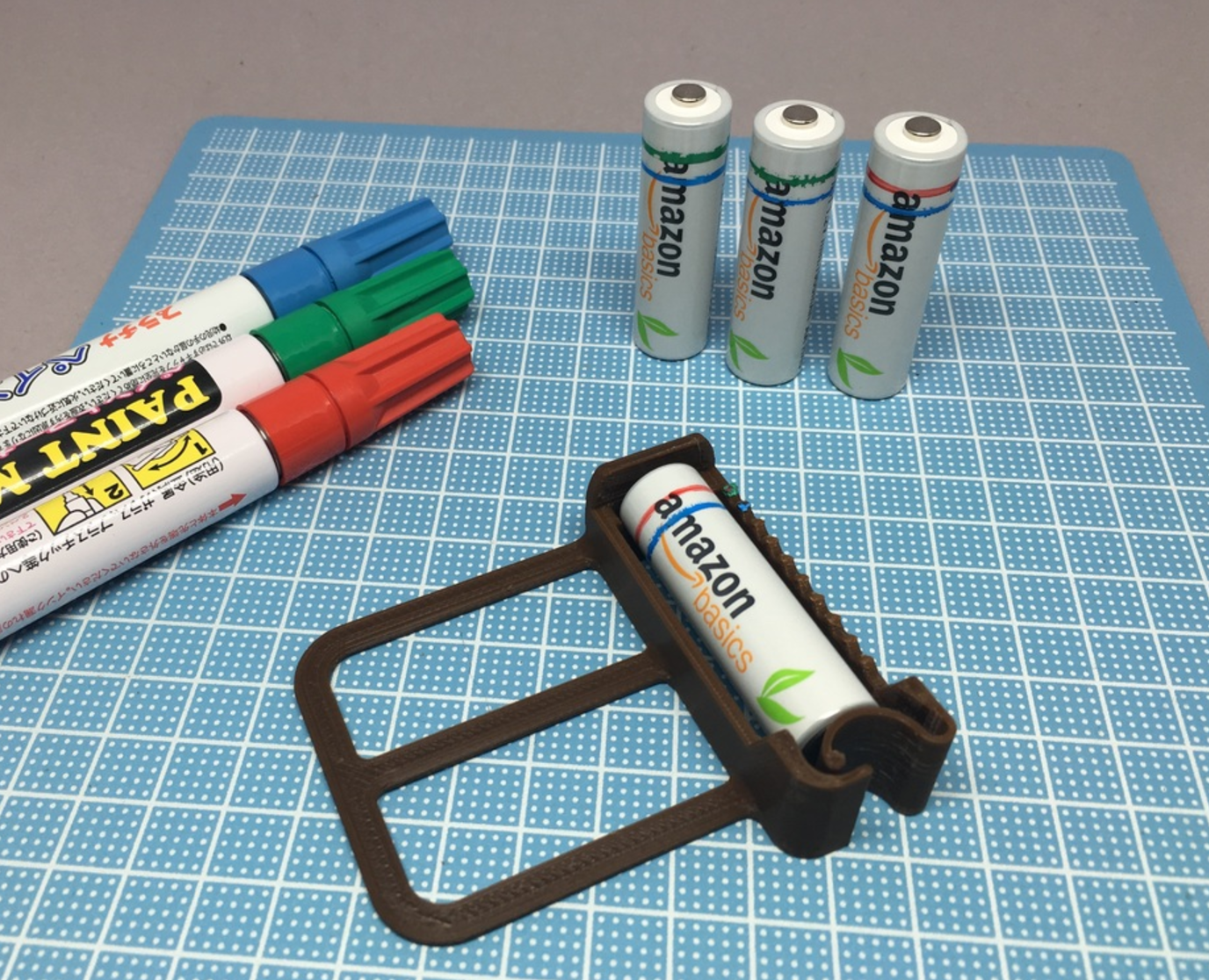 Capture d'écran 2017-05-30 à 16.40.24.png Download free STL file AA Battery Painting Jig • 3D print design, CyberCyclist