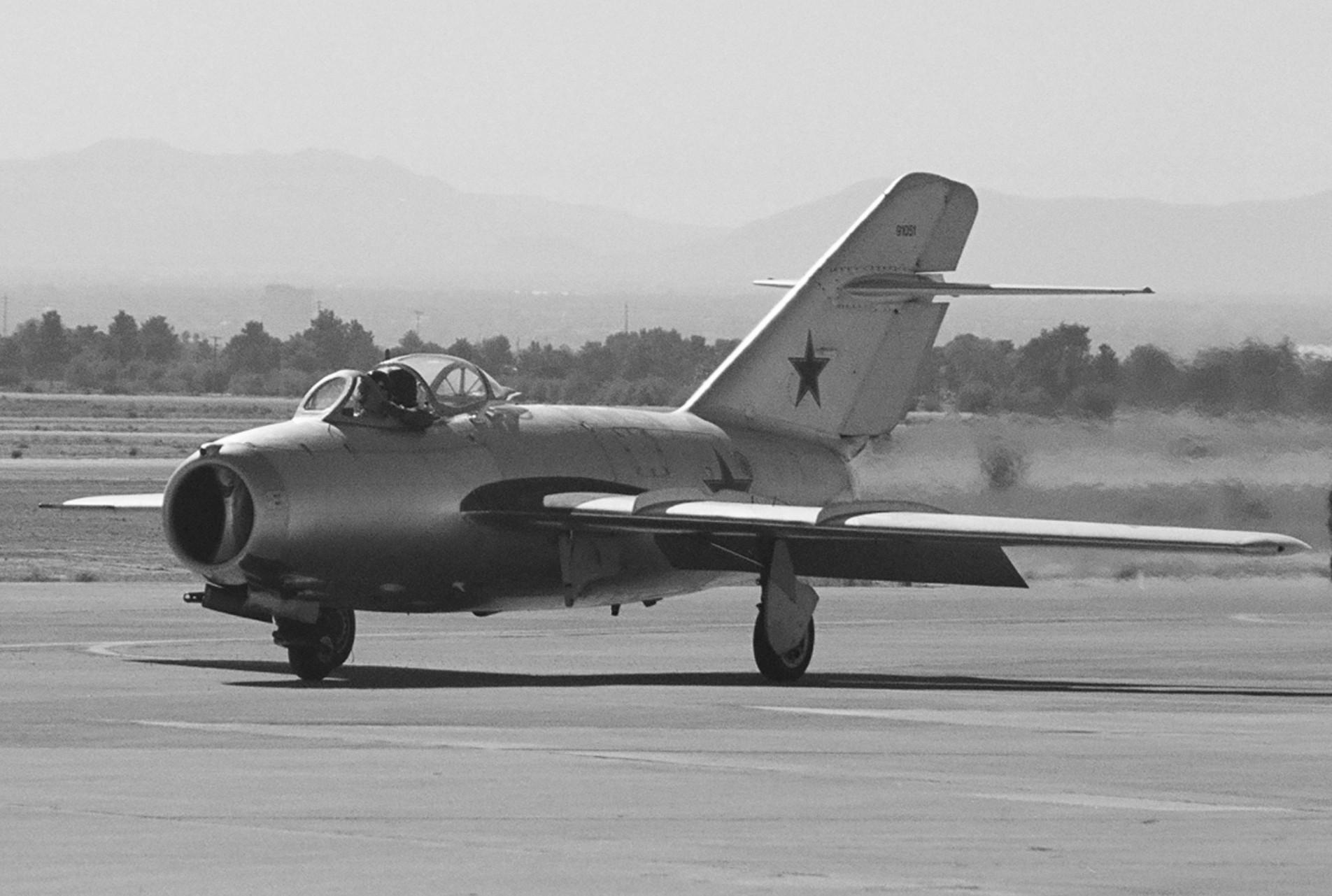 mig_15_photo.jpg Download STL file Mikoyan-Gourevitch MiG-15 • 3D printer model, 3Dmodeling