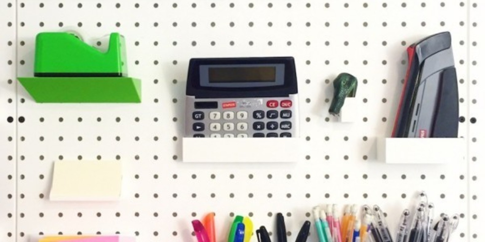 3D printing to organize your Pegboard