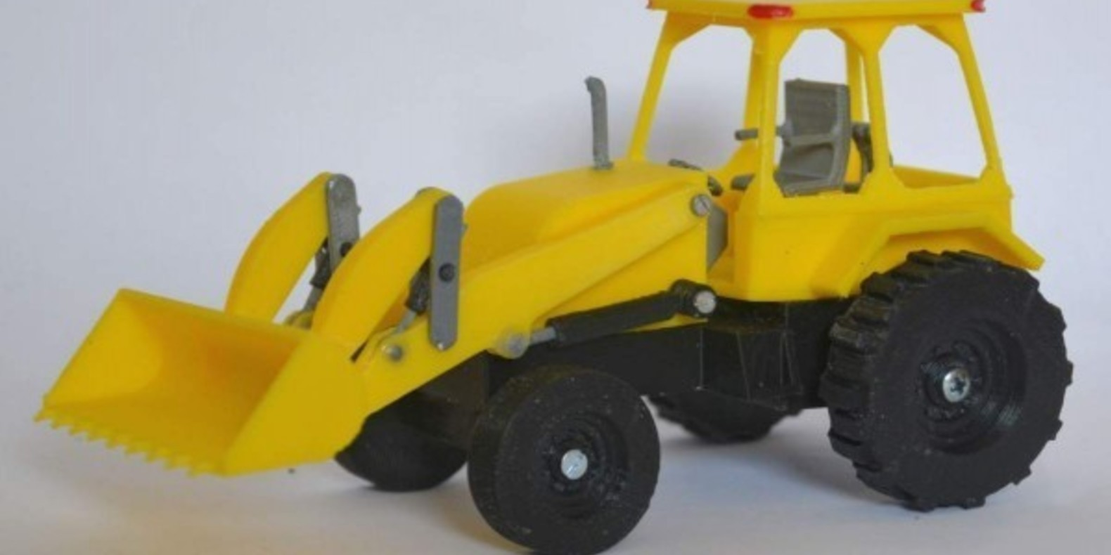 Tractor with front loader printed in 3D