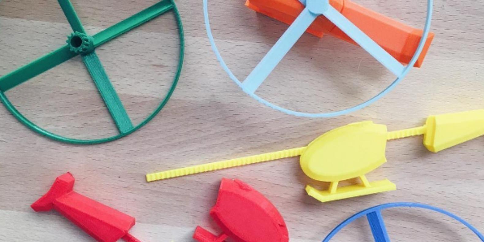Un hélicoptère en jouet imprimé en 3D