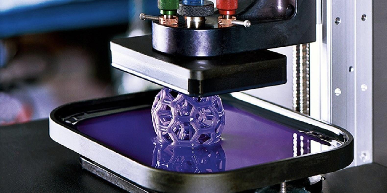 La fabrication hybride combine l'impression 3D et l'usinage CNC