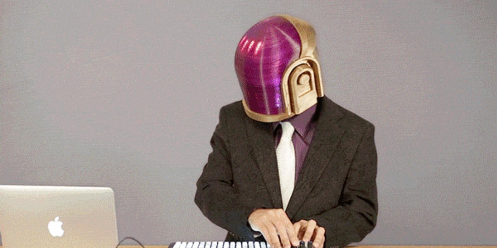 8 Casque de Daft Punk C